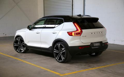 "HEICO SPORTIV Volvo XC40 (536) rear with VOLUTION V. 22"" (1)"